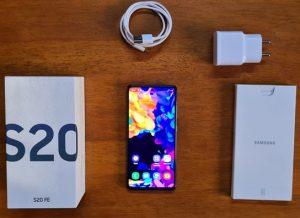محتويات علبة Samsung Galaxy S20 FE